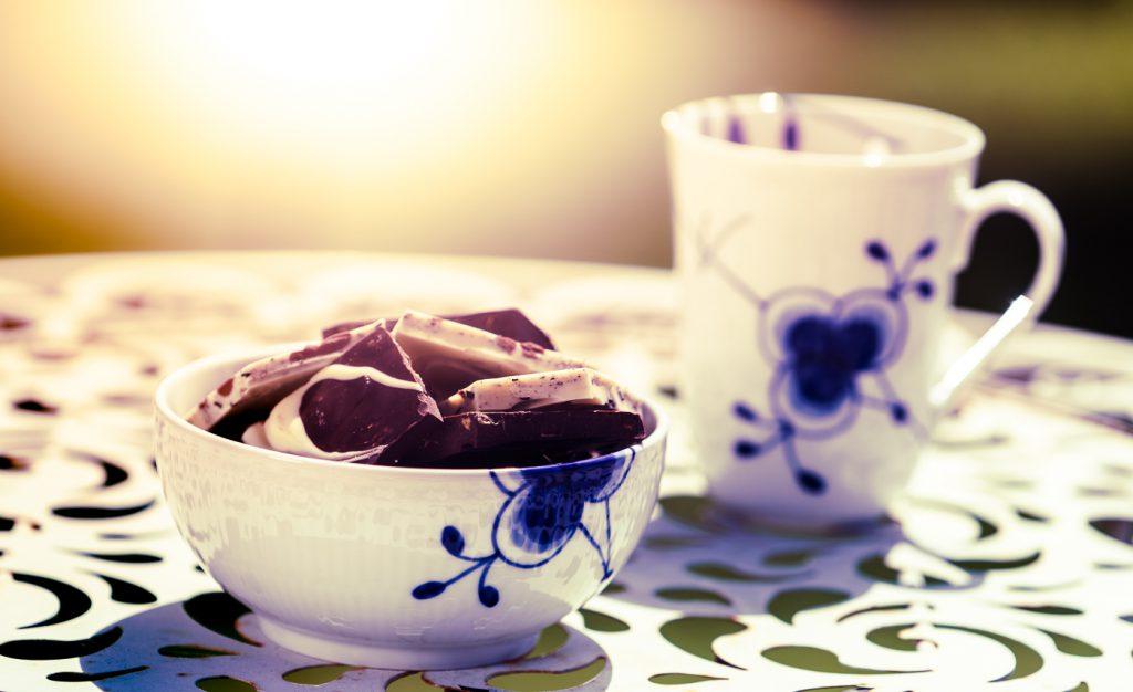 Packshot af kaffe og chokolade